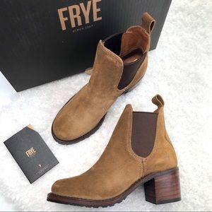 NWT Frye Sabrina Chelsea Pull On Oiled Suede Boot